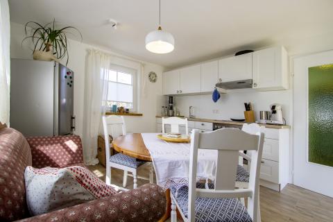 Blick in die Wohnküche in der Ferienwohnung Bauland